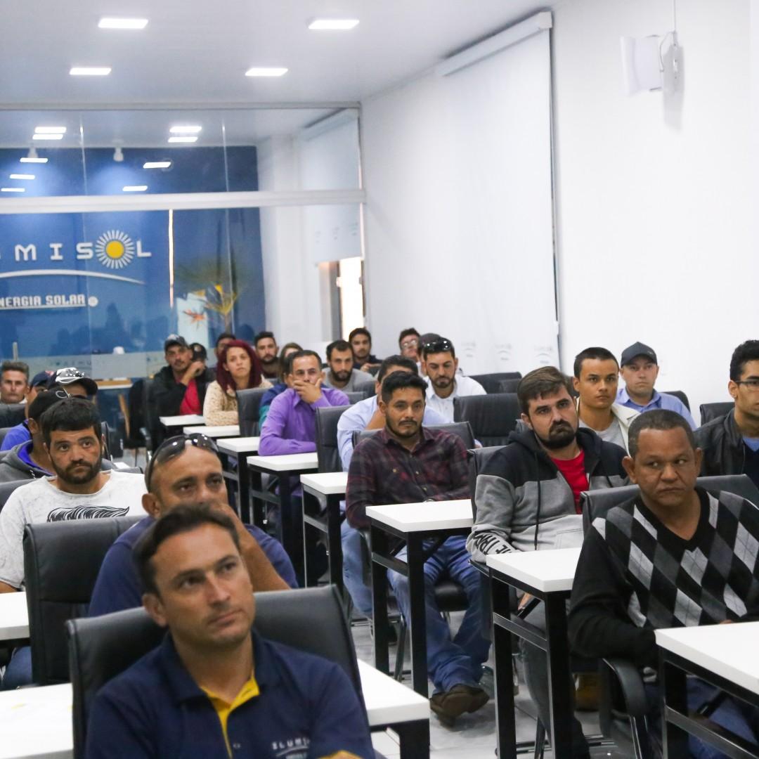 Terceirizados da Ilumisol Energia Solar participam de treinamento